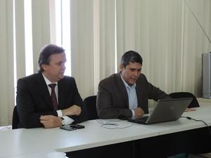 Ricardo Correia, secretário de Assuntos Jurídicos, e Antônio Alexandre, secretário de Planejamento Urbano (Foto: Vitor Tavares / G1)