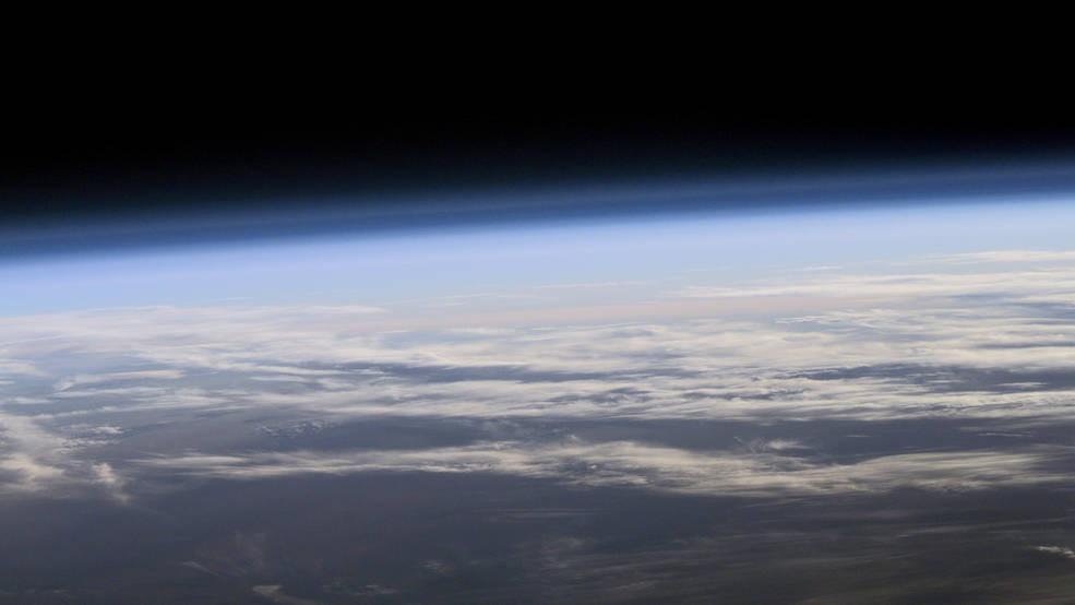 A atmosfera da Terra vista do espaço (Foto: NASA)