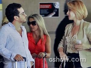Felipe e Silvia se conhecem no aeroporto (Foto: Em Família/ TV Globo)
