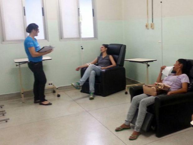 Sala de hidratação criada em Iracemápolis para pacientes de dengue (Foto: Rosinei Margarete Miranda Matheus/Acervo pessoal)