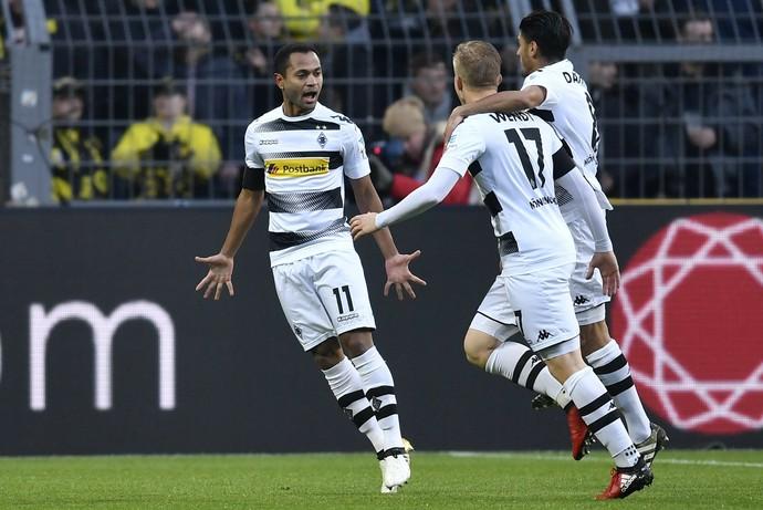 Raffael comemora gol do Borussia Mönchengladbach (Foto: AP Photo/Martin Meissner)