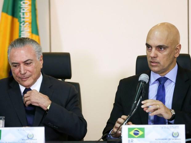O presidente em exercício, MIchel Temer, e o ministro da Justiça, Alexandre Moraes, durante reunião com secretários de segurança dos estados nesta terça-feira (31) (Foto: Marcelo Camargo/ABr)