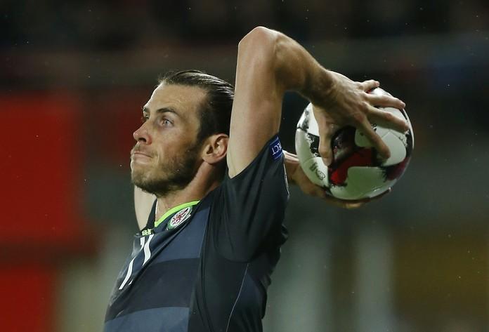 Segundo gol de Gales contra Áustria veio após um lateral cobrado por Bale (Foto: Reuters)