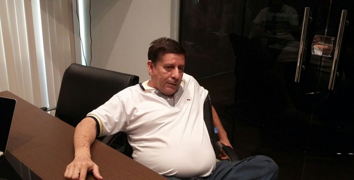 Luis Costa é barrado em reunião da Faf (Foto: Gabriel Mansur)