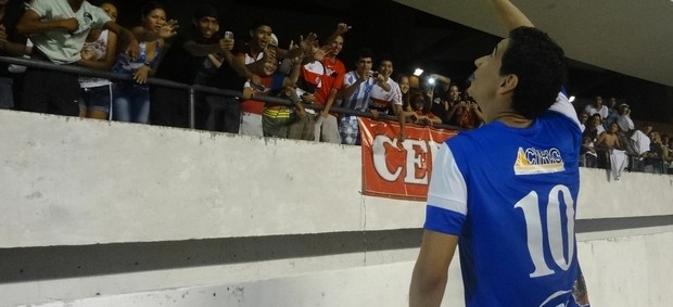 PH Ganso recebe carinho da torcida paraense no Mangueirão após Jogo das Estrelas (Foto: Pedro Cruz / Globoesporte.com)