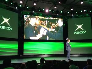 Dom Mattrick, presidente de negócios de entretenimento interativo da Microsoft, no palco em que o novo Xbox será apresentado (Foto: Bruno Araújo/G1)