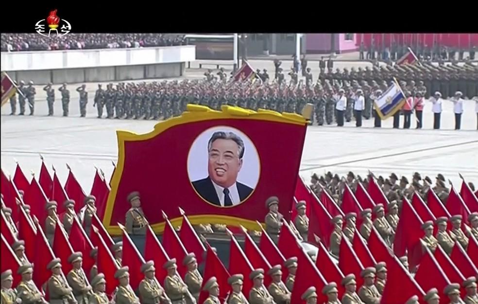 Homenagem ao fundador da Coreia do Norte (Foto: KRT via AP)