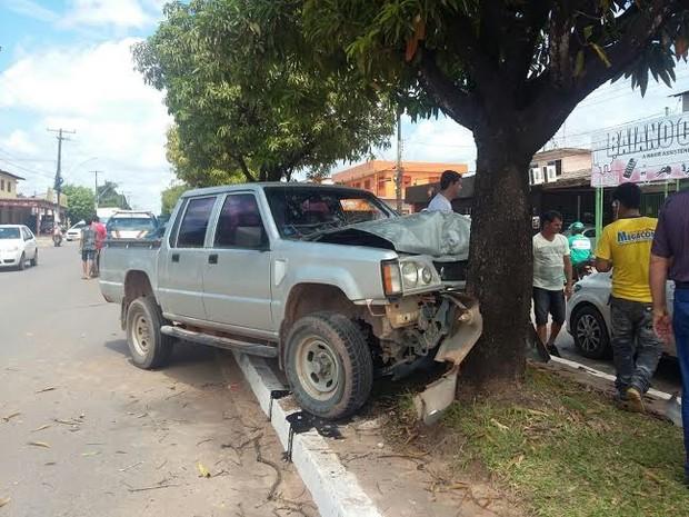 Acidente foi no início da tarde desta sexta-feira (24) na Rodovia Santarém/Cuiabá (Foto: Daniele Gambôa/TV Tapajós)
