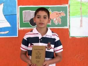 O pequeno João Rodrigues fala do livro que mais gosta  (Foto: Reprodução/TV Gazeta)