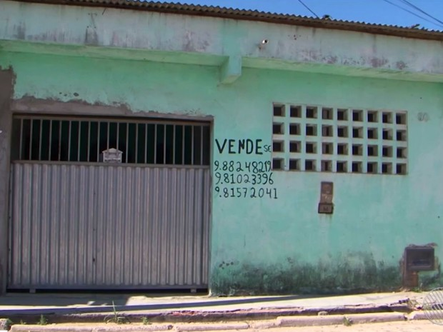 Homem coloca casa à venda para pagar remédio de esposa com câncer em Feira de Santana (Foto: Imagem/TV Subaé)