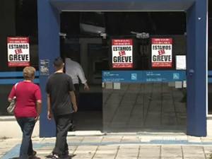 Greve dos bancários em São José (Foto: Reprodução/ TV Vanguarda)