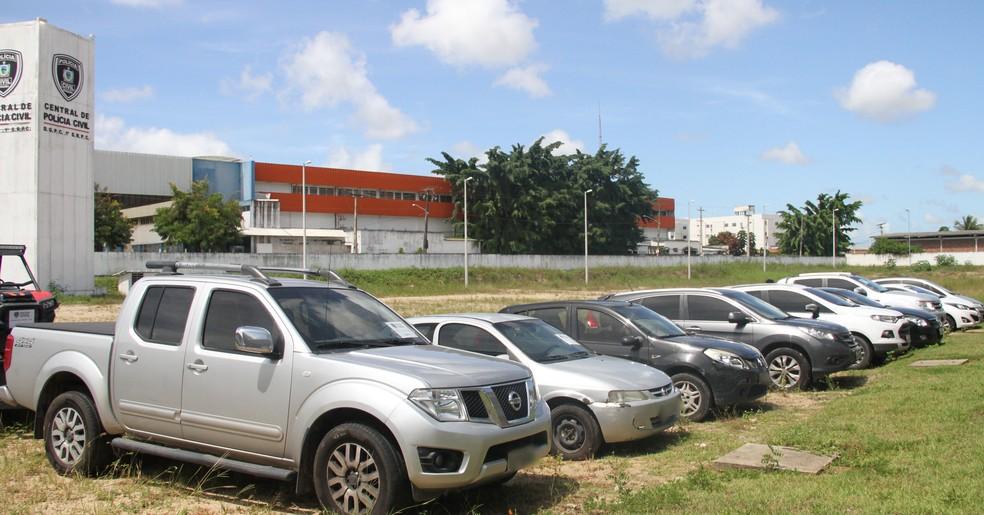 Onze carros foram apreendidos na Operação Gabarito, em João Pessoa (Foto: Diogo Almeida/G1)