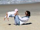 Guilhermina Guinle curte dia com a filha em praia no Rio