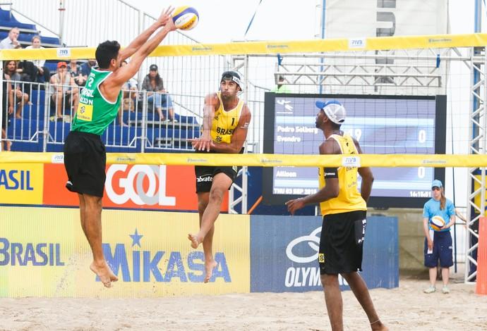 Pedro Solberg e Evandro acreditam na classificação para Rio 2016 (Foto: Divulgação/FIVB)