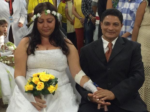 A ex-cozinheira Shirley Jeany Muniz Luso, que tem câncer em estágio avançado, durante casamento com Alexsandro Carvalho Garcia (Foto: Tatiane Cristine Cortiano/Hospital Universitário de Brasília)