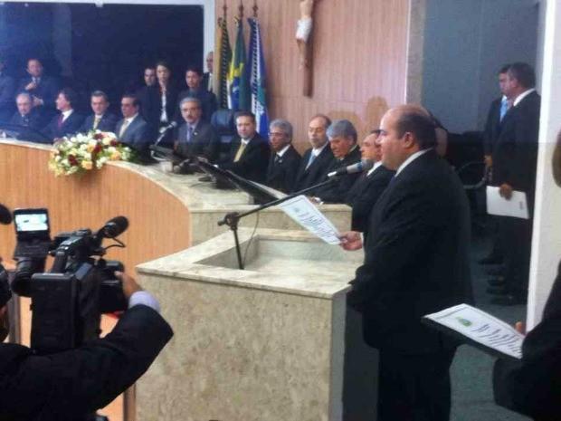 Posse do prefeito eleito de Fortaleza Roberto Claudio nesta noite na sede da Câmara dos Vereadores (Foto: Vicente Gioielli/Arquivo Pessoal)