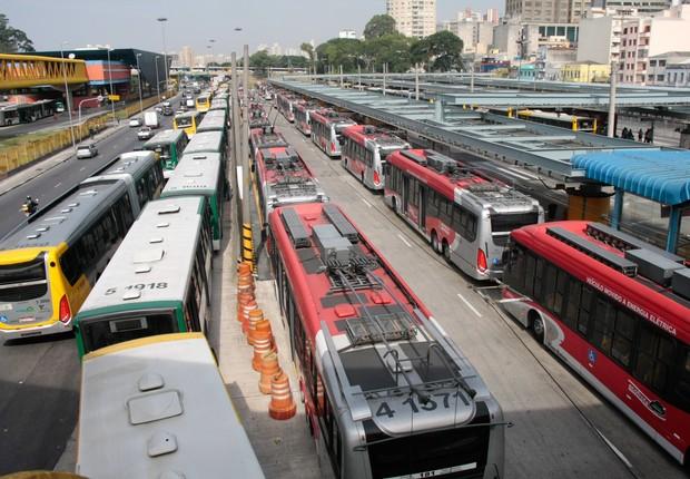 ônibus_terminal_passageiro_corredor  (Foto: Marco Guimarães / Frame)