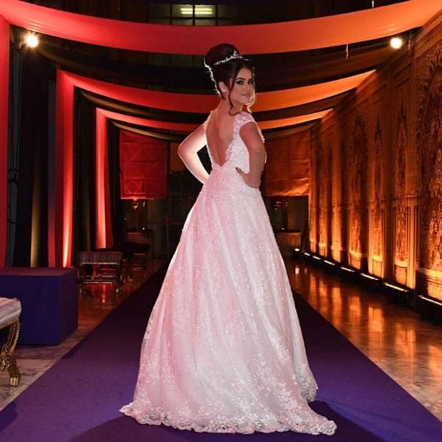 Maisa: vestido clássico branco para a hora da valsa (Foto: Reprodução/Instagram)