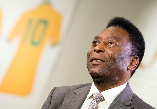Leilão de relíquias de Pelé arrecada mais de R$ 17 milhões em Londres