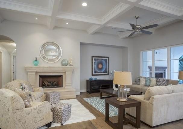 Sala de estar da mansão de Michael Phelps (Foto: HighResMedia/Divulgação)