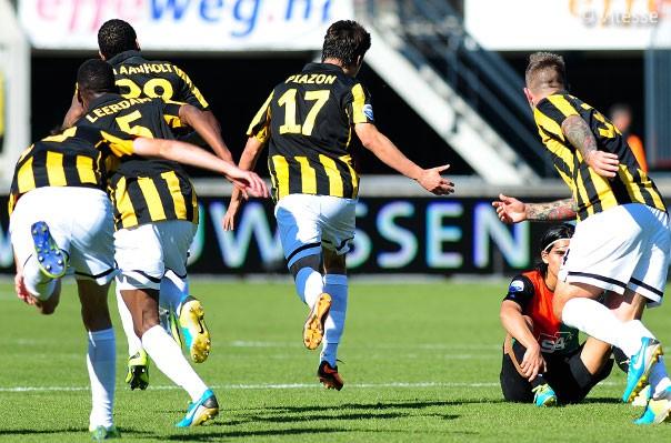 Lucas Piazon faz gol pelo Vitesse contra o NEC (Foto: Divulgação / Site Oficial do Vitesse)
