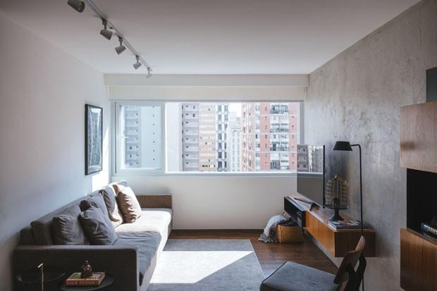 Apartamento rústico tem cores e mobiliário moderno (Foto: Divulgação)