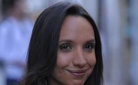 Maria Maya se despede de Alejandra e comenta a morte da personagem: 'Trágica!'