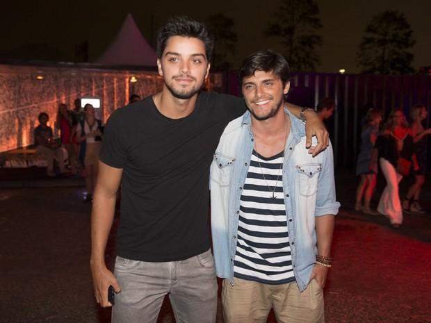 Rodrigo Simas e Bruno Gissoni em festa no Rio (Foto: Felipe Panfili/ Divulgação)