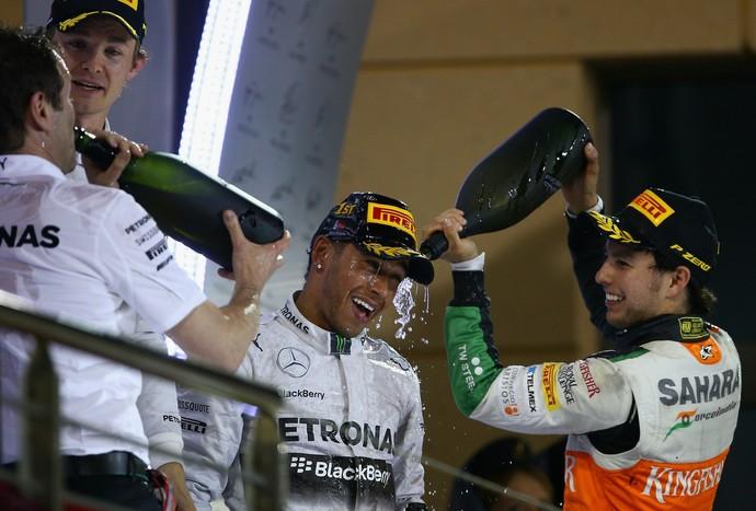 Lewis Hamilton, Nico Rosberg e Sergio Pérez no pódio do GP do Bahrein (Foto: Getty Images)