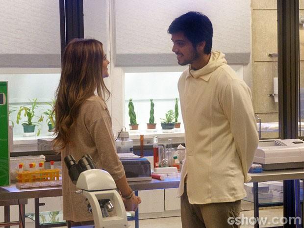Marlon pergunta a Lili quem ela ama (Foto: Além do Horizonte / TV Globo)