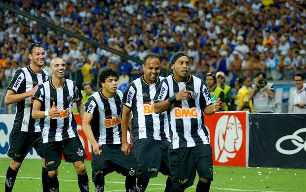 ROnaldinho gaúcho atlético-mg gol Cruzeiro (Foto: Yuri Edmundo / Agência Estado)