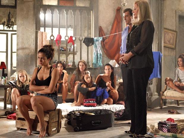 Morena não suporta a presença de Irina (Foto: Salve Jorge/TV Globo)