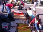 Fiéis montam tapetes para celebrar Corpus Christi, em Goiânia