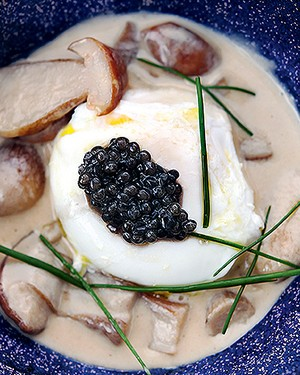Morilles cremosos com ovo poché (Foto: Ricardo Corrêa/Editora Globo)