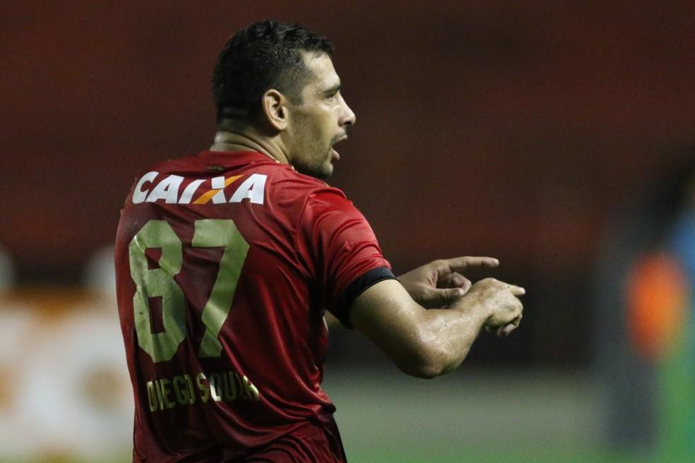Diego Souza está ansioso por uma definição, no Sport: