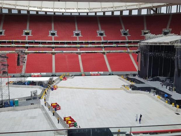 Palco do show do Guns N' Roses no Estádio Mané Garrincha, em Brasília (Foto: Objetiva/Divulgação)