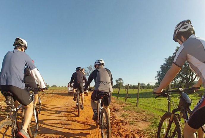 No começo, eram só três amigos com a vontade pedalar em comum (Foto: Reprodução / TV TEM)