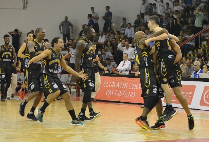 Paulistano x Mogi das Cruzes NBB basquete (Foto: Cairo Oliveira)