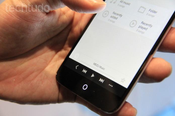 Círculo luminoso sensível ao toque do Meizu MX3 (Foto: Isadora Díaz/TechTudo)