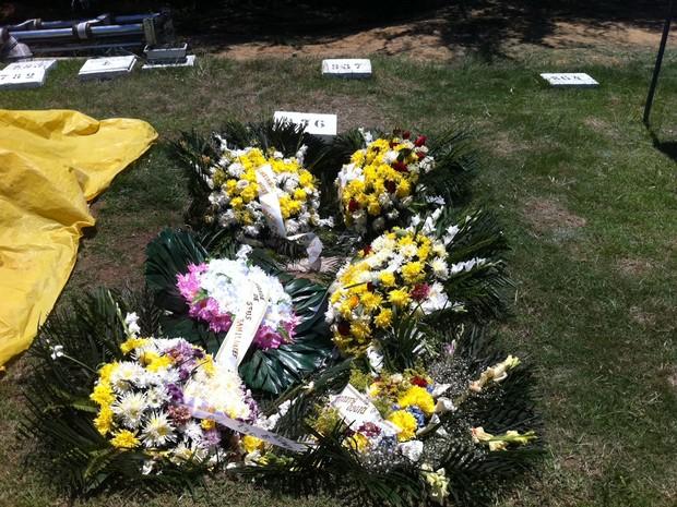 Casal é enterrado na mesma sepultura no Rio  (Foto: Janaína Carvalho/G1)