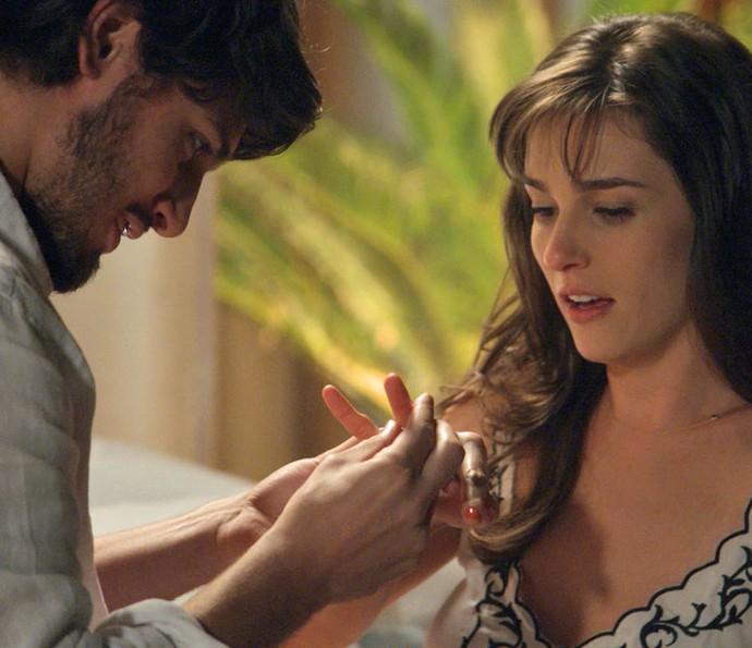 Rafael pede Sofia em casamento (Foto: TV Globo)