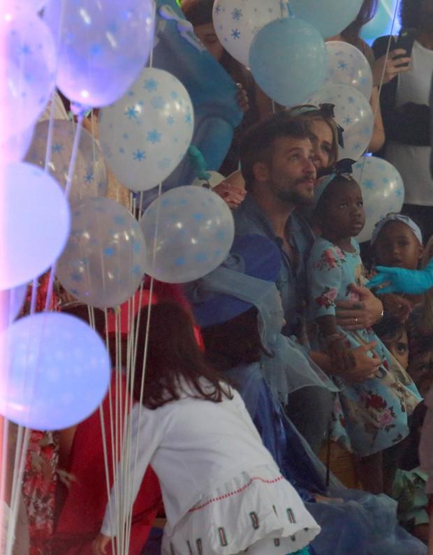Bruno Gagliasso e Giovanna Ewbank celebram aniversário de Titi (Foto: DILSON SILVA/AGNEWS)