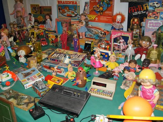 Brinquedos dos anos 60, 70 e 80 compõem a coleção (Foto: Foto: Lívia Torres)