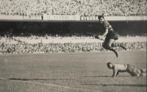 Dida contra o Fluminense (Foto: Arquivo Museu dos Esportes)
