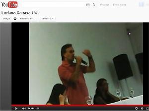 Cartaxo é flagrado em vídeo com servidores da prefeitura de João Pessoa (Foto: Reprodução/Youtube)