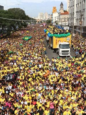 Milhares de evangélicos se reúnem na Marcha para Jesus (Foto: Marcos Bezerra/Futura Press/Estadão Conteúdo)
