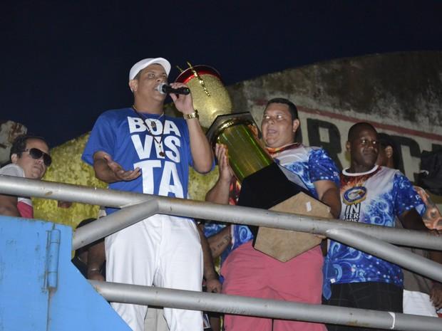 Xumbrega comanda a festa na quadra da Boa Vista (Foto: Mariana Perim/G1)