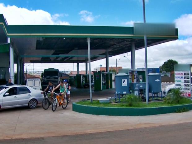 Explosão em posto de combustíveis assustou moradores de São Sebastião do Paraíso (MG) (Foto: Reprodução EPTV)