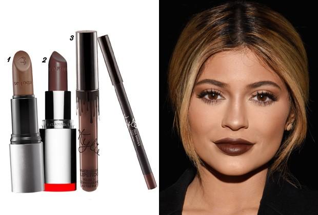 Ao usar um batom marrom intenso, Kylie Jenner criou um contraste com a sua pele. 1. Batom Marrô, Quem Disse, Berenice?, R$ 31,90 2. Batom Fig Brown, Clarins, R$ 149 3. Conjunto de batom e lápis labial True Brown K, Kylie Cosmetics, U$ 29 (Foto: Divulgação/GettyImages)