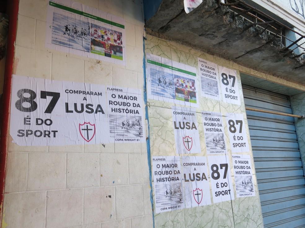 Provocações próximas ao setor de visitante lembram 87, o Caso Heverton e a Libertadores de 81 (Foto: Edgard Maciel de Sá)